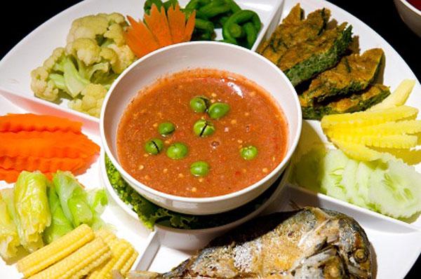 น้ำพริกกะปิ ผักต้ม ชะอม